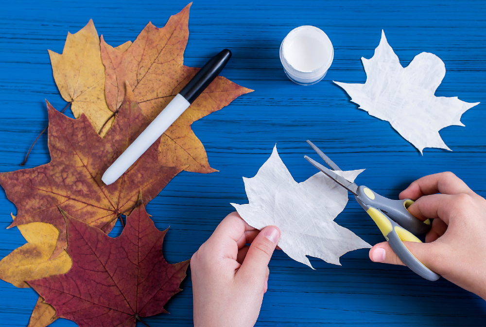 Shape the center point on the leaf to make a rounded head.