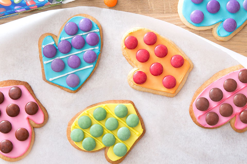 SMARTIES Mini Mitts Recipe. A fun winter cookie treat for the holidays.