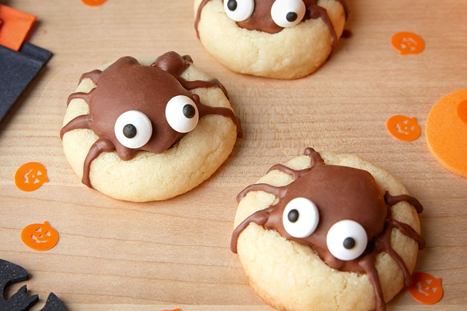 TURTLES Spider Cookies Recipe. Creepy, crawly and caramelly, the perfect Halloween treat!