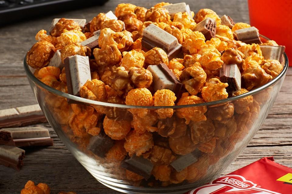 Recette de KIT KAT Chicago ReMix faite avec des biscuits au chocolat et des morceaux de crème.