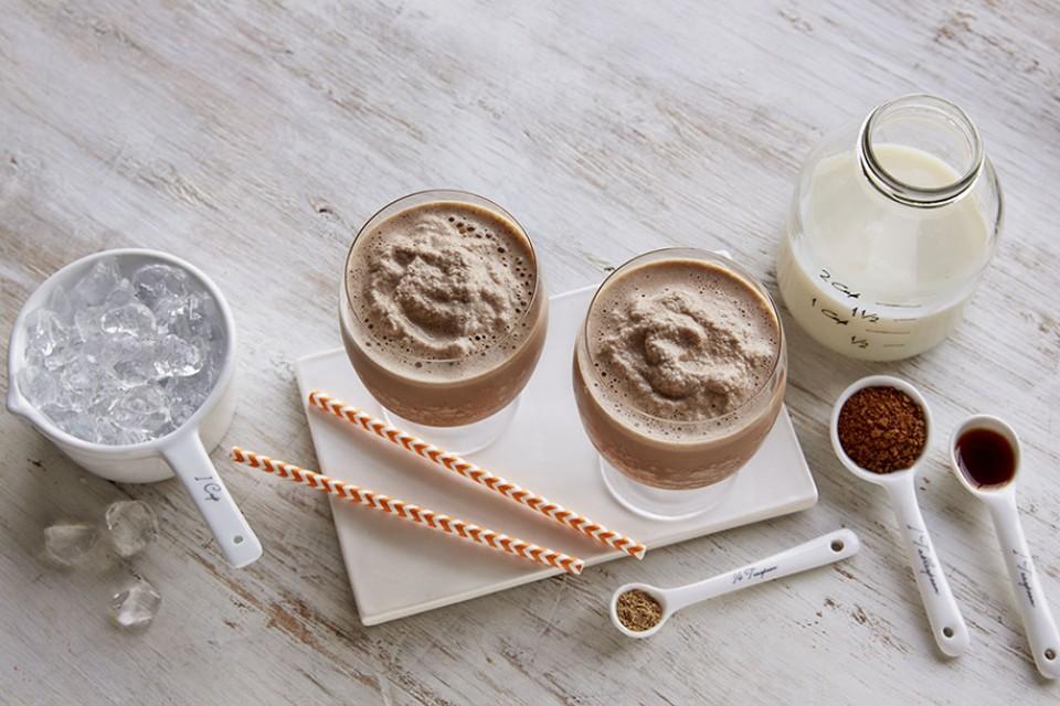 Recette de Cappuccino Chai glacé. Si facile à faire, vous pouvez le jeter ensemble et dire au revoir à la routine habituelle du café.