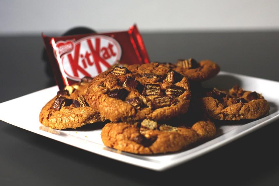 Recette de KIT KAT Chunky Cookie. Biscuits alléchants et KIT KAT, une excellente collation à partager avec vos amis et votre famille!