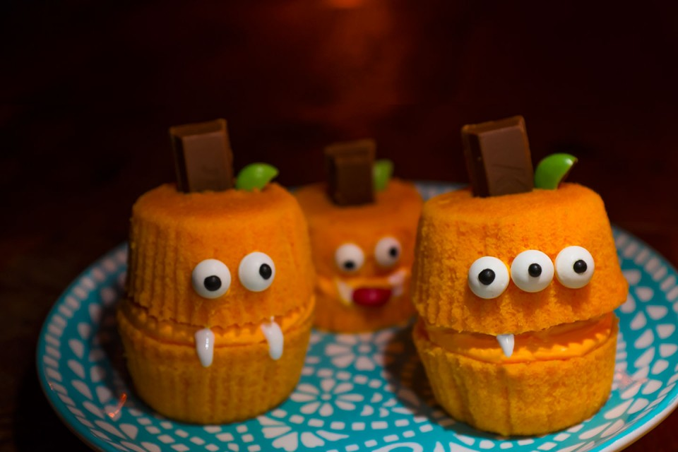 KIT KAT Pumpkin Cupbreaks Recipe. Spooky and tasty cupcakes for your Halloween party.