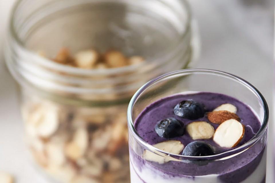Recette de smoothie protéiné aux myrtilles et aux légumes cachés. Un ajout sain et savoureux à votre petit-déjeuner.