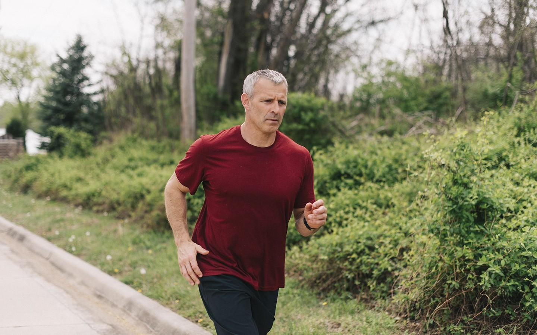 Quatre façons de gérer votre poids corporel. Le maintien d'un poids corporel optimal contribue à votre santé et votre bien-être en général.